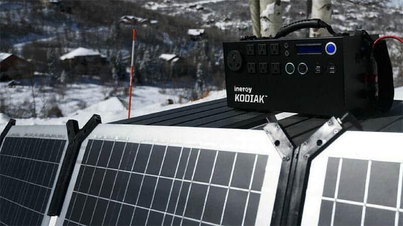 1100W KODIAK powerbank above solar panels