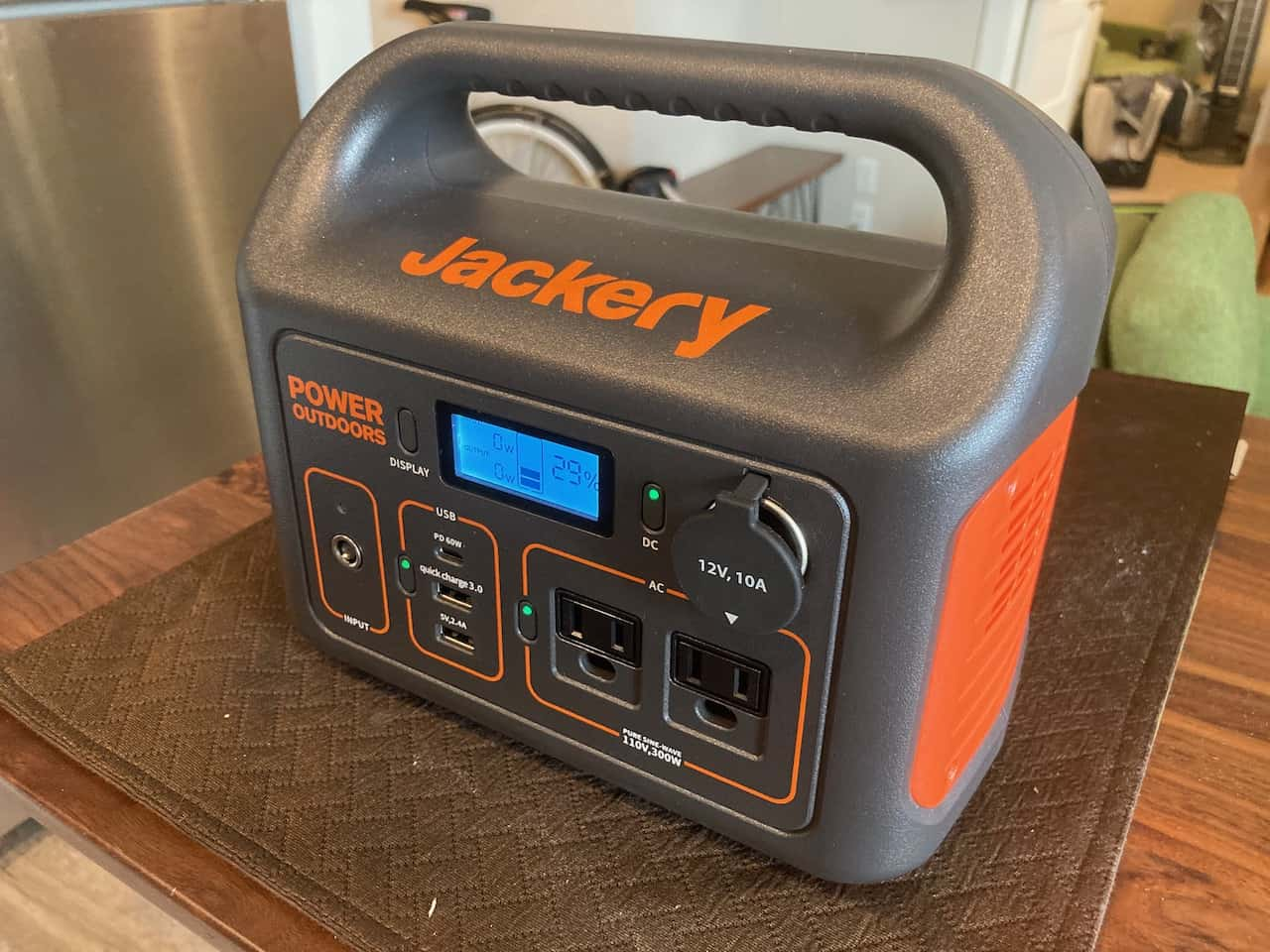 new jackery 300 power station