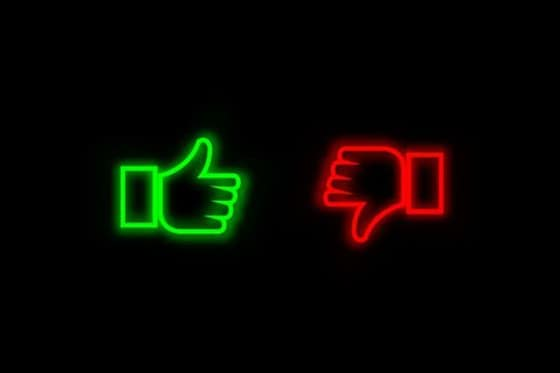 symbols of thumbs up and thumbs down