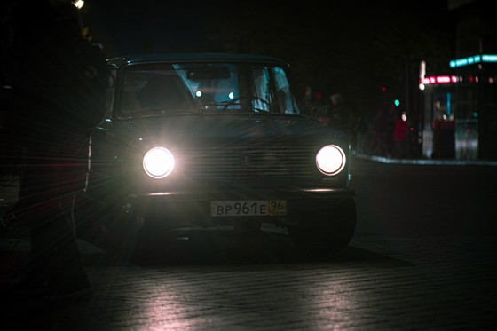 car producing its front lights